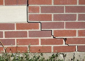 a foundation wall crack on a Grand-barachois home.