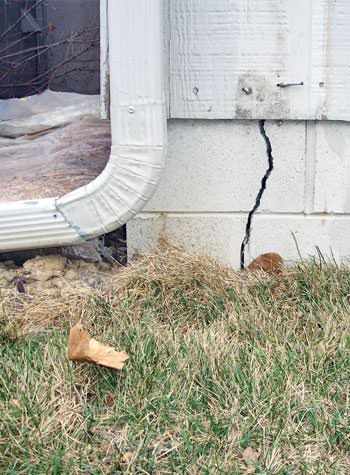 foundation wall cracks due to street creep in Grand-barachois